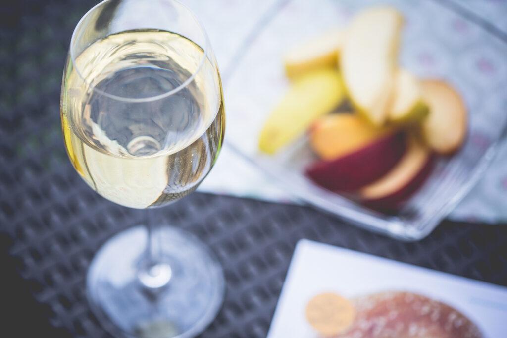 chill-out-with-glass-of-wine_picjumbo_viktor-hanacek