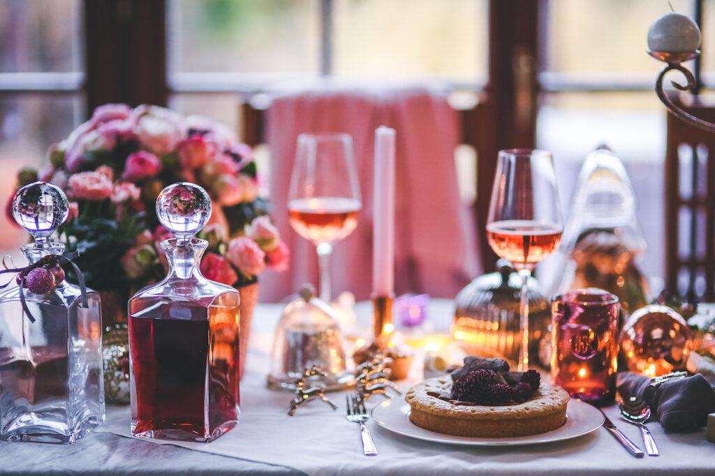 dinner-meal-table-wine_pexels