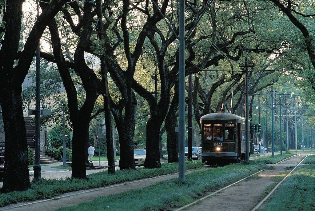 charles-st-streetcar_nola_neworleansonline