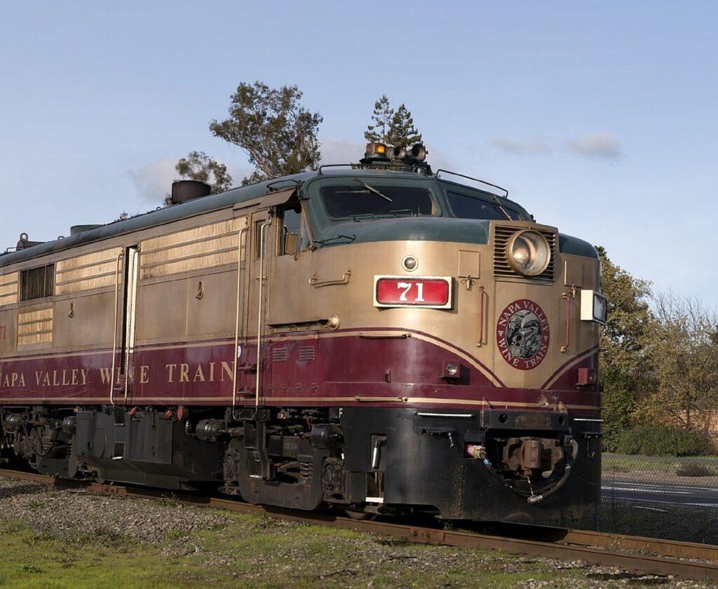 train-754909_1280_skeeze_pixabay