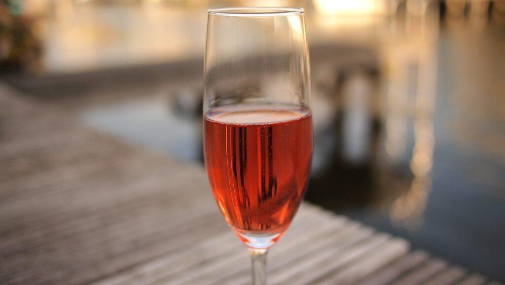 wine-1447969_1280_epicantus_pixabay